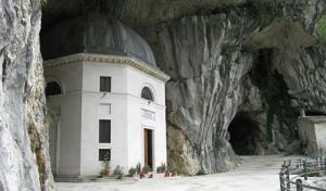 """""""Genga Tempio del Valadier"""" di Alicudi - Opera propria. Con licenza CC BY-SA 3.0 tramite Wikimedia Commons."""